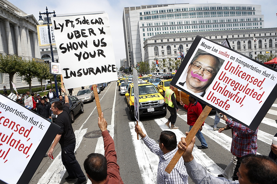 San Francisco taxi drivers protest against Lyft and Uber which taxi drivers say are operating illegally in San Francisco, California, July 30, 2013.   REUTERS/Beck Diefenbach   (UNITED STATES)